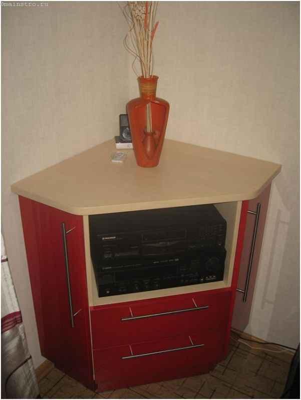 Мебель для кухни с тумбой для аппаратуры
