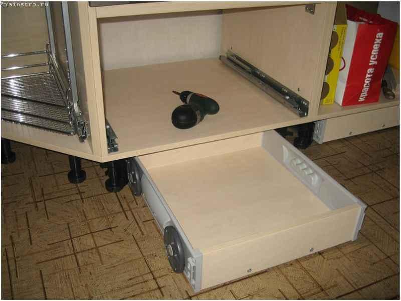Монтаж нижнего ряда кухни