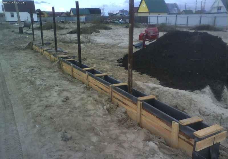 Опалубка для фундамента под забор из профнастила