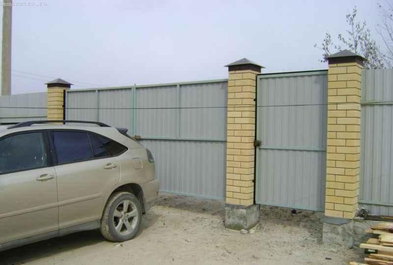 Забор из профнастила - вид со двора
