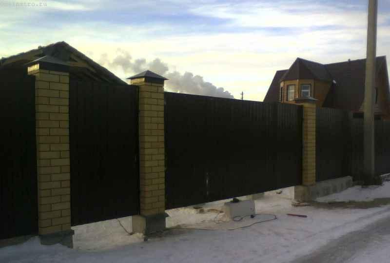 Калитка и въездные ворота из профлиста - вид с улицы